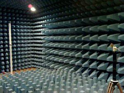 UWB antenna measurement in anechoic chamber
